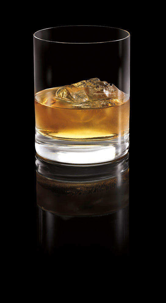 BACARDÍ OCHO on the rocks Image