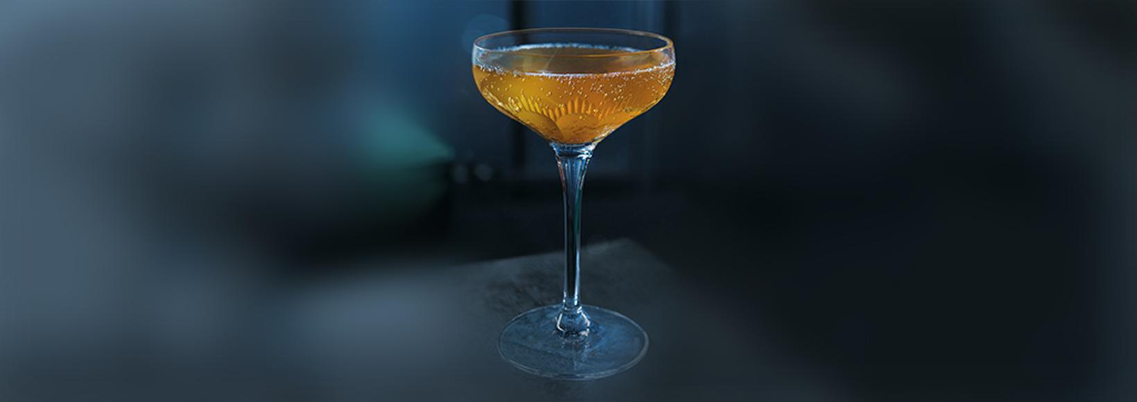 GREY GOOSE La Poire Gingerbread Martini Cocktail